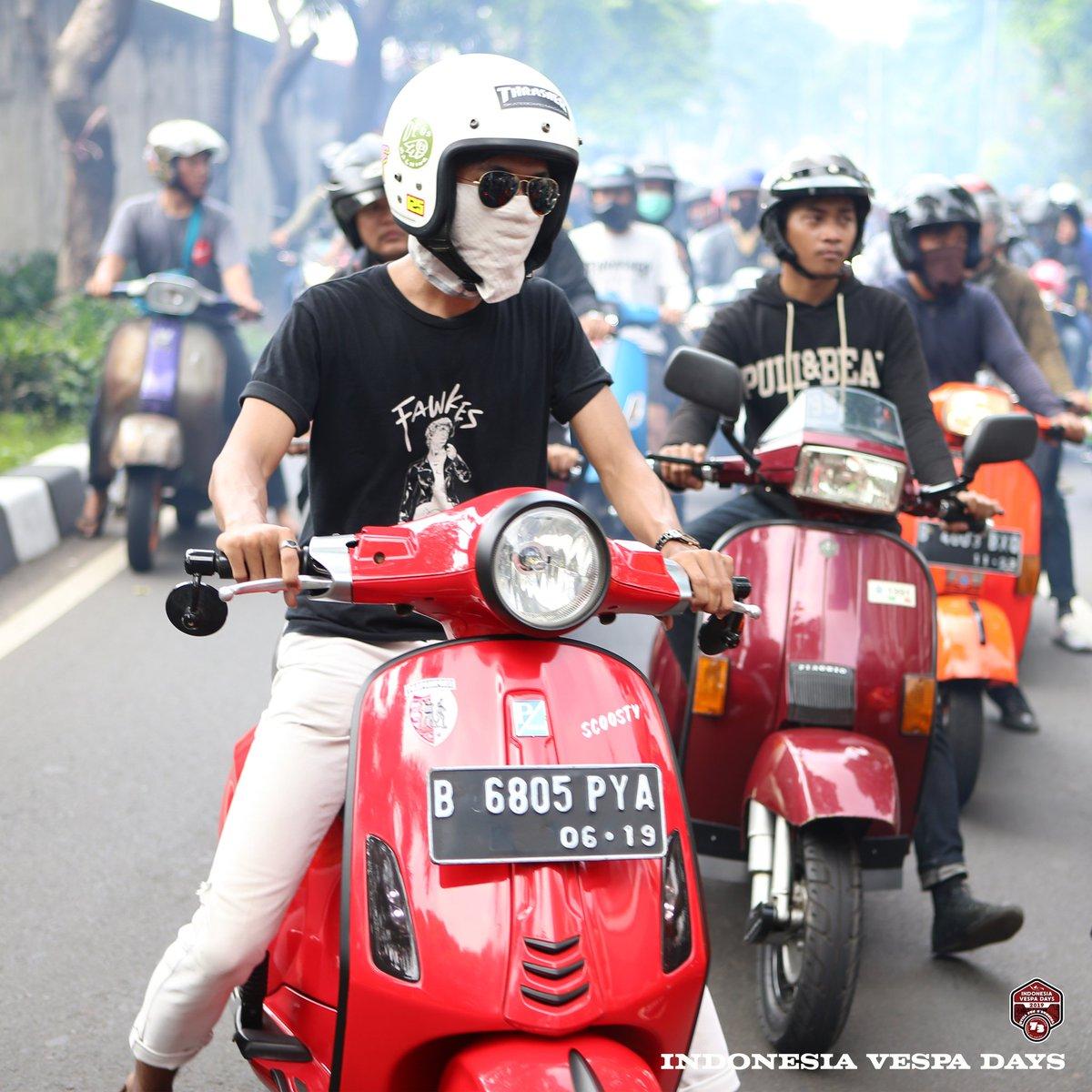 Tetep kalem bersama Vespa | 📷 by #IndonesiaVespaDays Team #vespa #piaggio #setaradivespa #vespa_official #vespaworld #indonesiavespadayscommunity #invadr #indonesiavespadays #vespaclub #vespacommunity #vespafamily #vespafreaks #vespagroup #vespagram #ivd2019