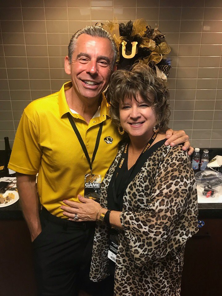 Happy 33rd anniversary @BethWhitaker2! Hoping for 33 more!