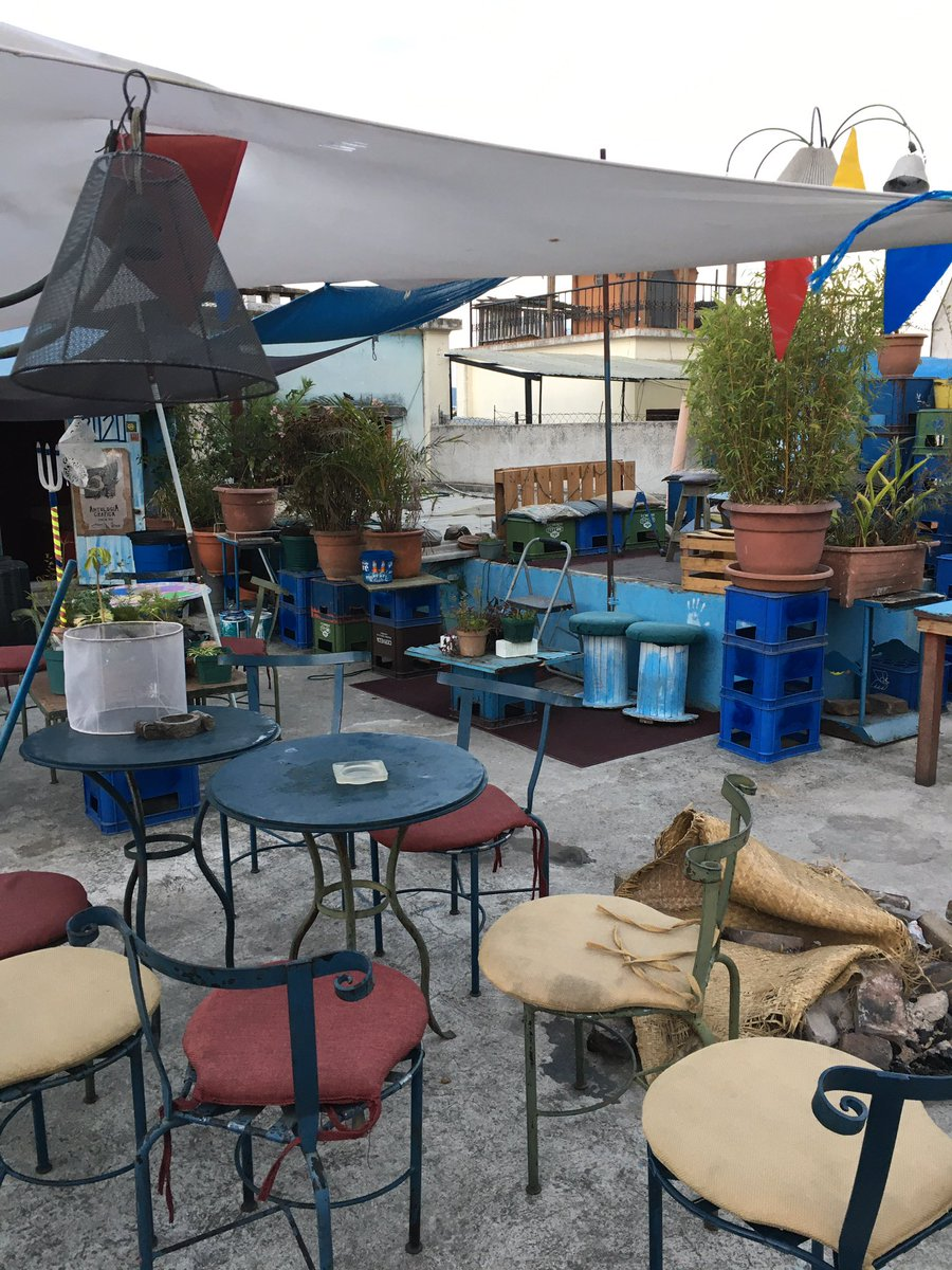 Hay una terraza-bar en zona 2 que parece haber sobrevivido un apocalipsis zombie pic.twitter.com/C1T2dJg0zc