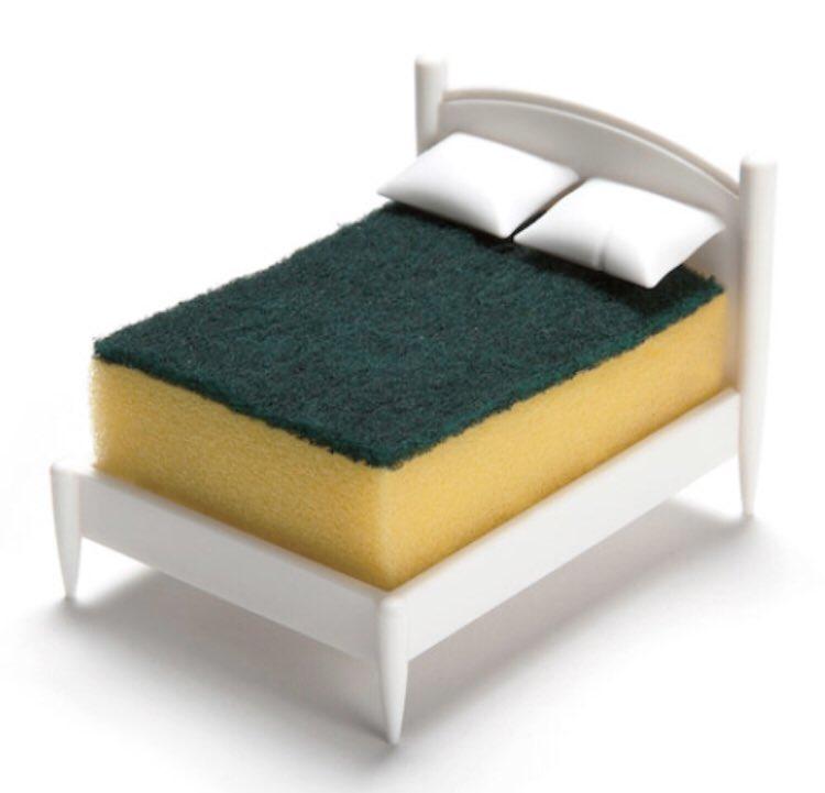 楽天セールの5のつく日〜!見てこれ!ばかーばか可愛い!枕浮いててスポンジ挟む!なにその発想!なんでこんな可愛いの思いついた!アルミスポンジの無駄ゴーカーな80年代ロックスター感!!