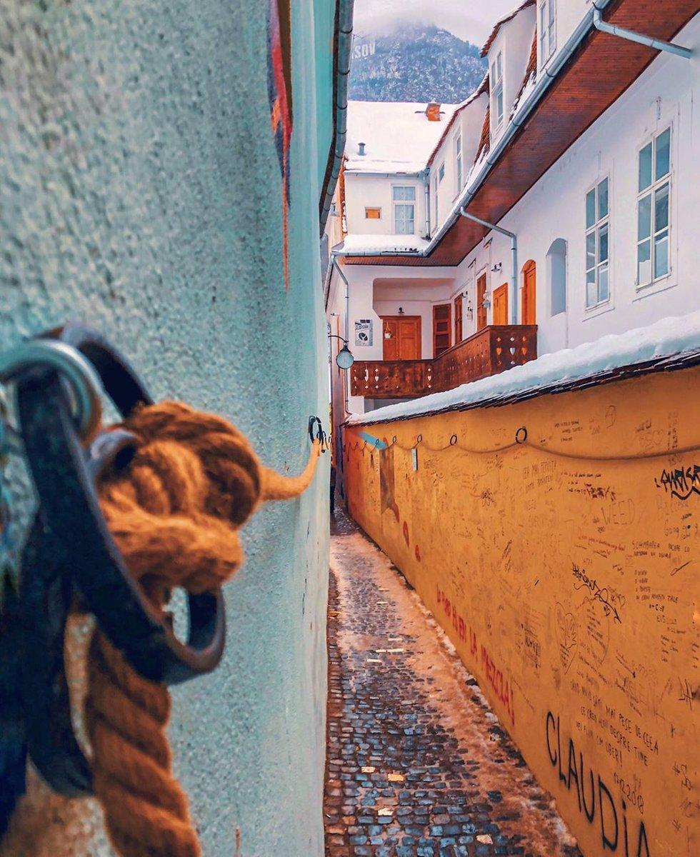 Fit in if you can . . . . #brasov #romania #beautifuldestination #cbviews #ig_europe #living_europe #ig_romania #archilovers #citybestpics #igworldclub #tv_living #passionpassport #visualoflife #creatorswillcreate #bbctravel #amazingplace #transilvania… http://dlvr.it/RNjMx4pic.twitter.com/CbnEPinHrC