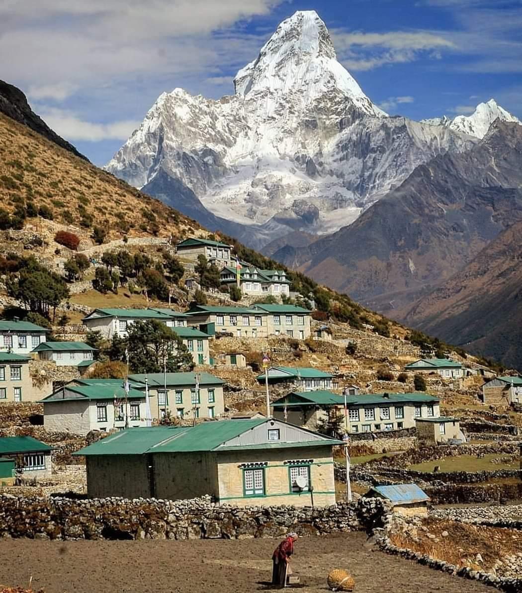 Khumjung Village, on the Everest region of Nepal. Behind Amadablam mountain. Book your next adventure with local tour operator.  photo: Sundar Thapa #trekking #trekkinginnepal #trektour #travelnepal #everestregiontrek #amadablam #khumjungvillage #everesttrek #everestbasecamptrek