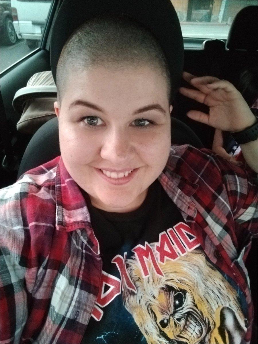 I'm back, still fat but now bald.  Ok 2020... Here we go.  #2020goals #baldbychoice #weightlossjourneypic.twitter.com/LRga0d4OE5