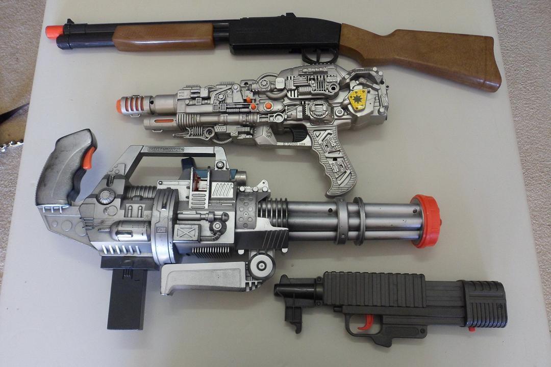 Игрушки, которые послужили основой для текстур оружия игры DOOM