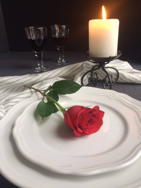 Welcome to Das Lokal's Valentine Dinner If you'd like to join us, drop us a line at  info@daslokalottawa.com or 613 695 1688 5:30 and 8:30 seatings. Free parking.  We're a European bistro with a German twist #ottawa #ottawafood #ottawafoodies #613eats #bywardmarket #northdalpic.twitter.com/V2CChzkE2u