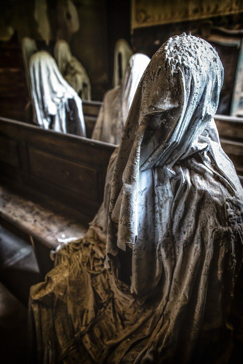 そいえば幽霊教会の石膏像の話なんですが。よく「どうやって作ったか」って聞かれた際に「人にシーツを被せて石膏で型を取って作った」って言ってた気がするんですが。間違い。「人で型を取った石膏像にシーツ被せて石膏で固めた。」すね。関節的な意味で人類超越しないと型から抜け出せないもの。