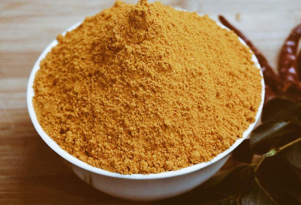 Homemade Sambar powder  Coriander Seeds:100 gm  Dried Red Chillies:250gm Channa Dal:  30 gm  Turmeric Powder : 1/2 tsp Fenugreek Seeds /Uluva : 1/2 tsp Cumin Seeds /Jeera : 1/2 tsp Black Pepper Corns : 2tsp Hing /Kayam : 1 small piece  Curry Leaves  Oil : 1/2 tsp <br>http://pic.twitter.com/74uiChTZC1