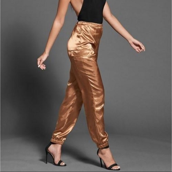So good I had to share! Check out all the items I'm loving on @Poshmarkapp #poshmark #fashion #style #shopmycloset #venus #tahariasl #currentelliott: https://posh.mk/4H5DLOqBf3pic.twitter.com/jIT1r74iaY