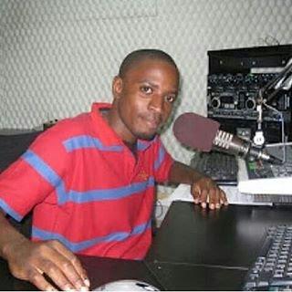 @fadhilikangusi  @Connectiontz1 @FumoGM @fundimchundo14 Embu tuite wadau tuulizane Ndio yeye mzee wa shilawadu pic.twitter.com/c8B4wb1EnQ