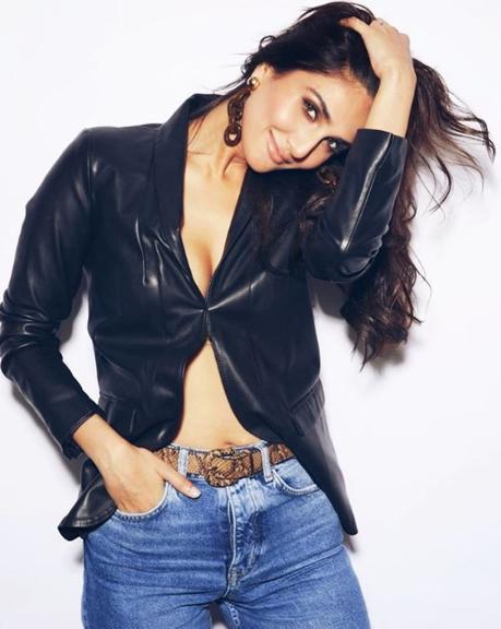 Pretty @Vaaniofficial   Photo Credit : Vaani Kapoor  #BollywoodCelebs #style #fashion #celebfashion
