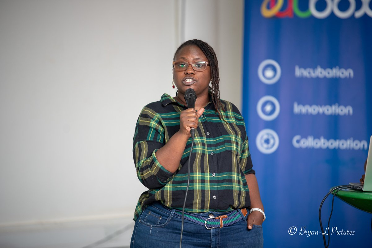 Mrs Kalenzi Evelyn Assistant lecturer MUK, researcher, data scientist, UX Designer and Cofounder Geeky Cube introducing Data Science at the meet up <br>http://pic.twitter.com/O5aXf7XYmN