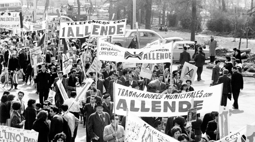 An epic of Latin American cinema that charts how Salvador Allende's Marxist government - was overthrown by Augusto Pinochet's army, Patricio Guzman's THE BATTLE OF CHILE, plays a week today on Sunday February 2nd.   Presented by Wavelength  Tickets:  http:// deptfordcinema.org/new-events/bat tleofchile  … <br>http://pic.twitter.com/sTudG5Z1nd