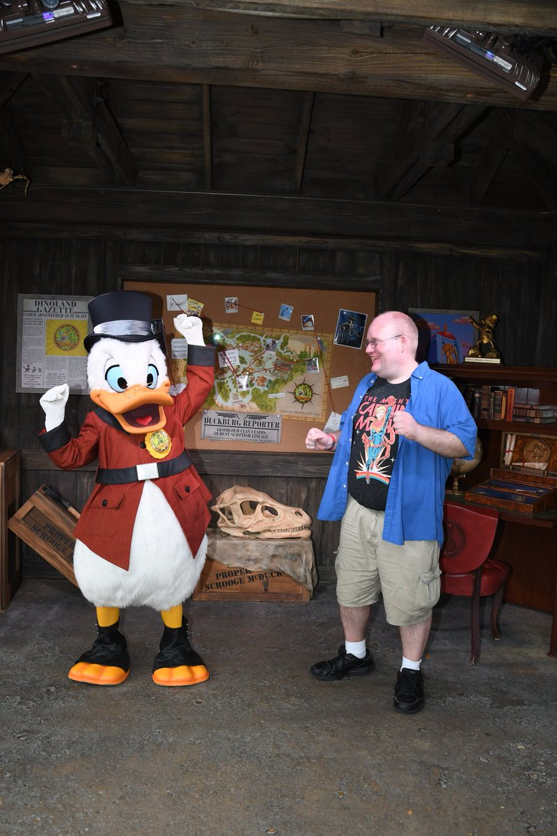 Good morning #DisTwitter. I randomly woke up early and I can't afford to go up to the parks.  May any of you there enjoy the parks for me, whether you're doing the #2020WDWmeetup, attempting #parkeologychallenge, going to Rock the Universe or whatever else. <br>http://pic.twitter.com/pHnaPfqzlr