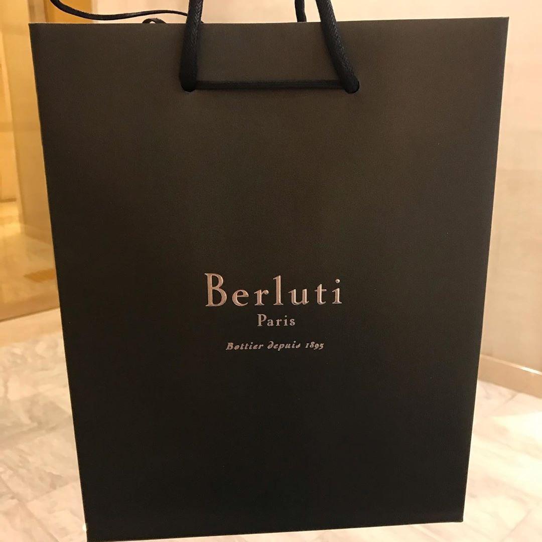 Berlutiにどハマり中。ゴールデンパティーヌのクラッチバッグをGET!形からも大人な人間になります pic.twitter.com/9sOfXCipvG