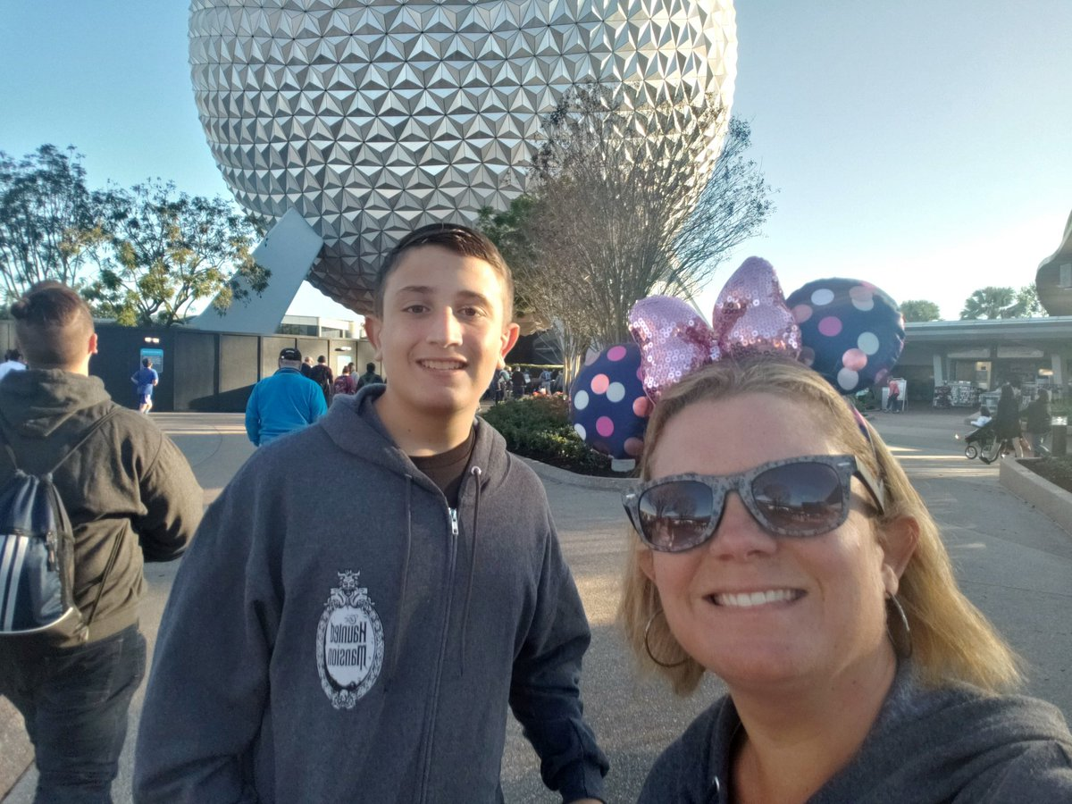 Entered Park: Epcot at 8:36 AM #parkeologychallenge @Parkeology  http:// support.gktw.org/site/TR?px=142 5907&pg=personal&fr_id=1862  … <br>http://pic.twitter.com/3zy0FhOb92
