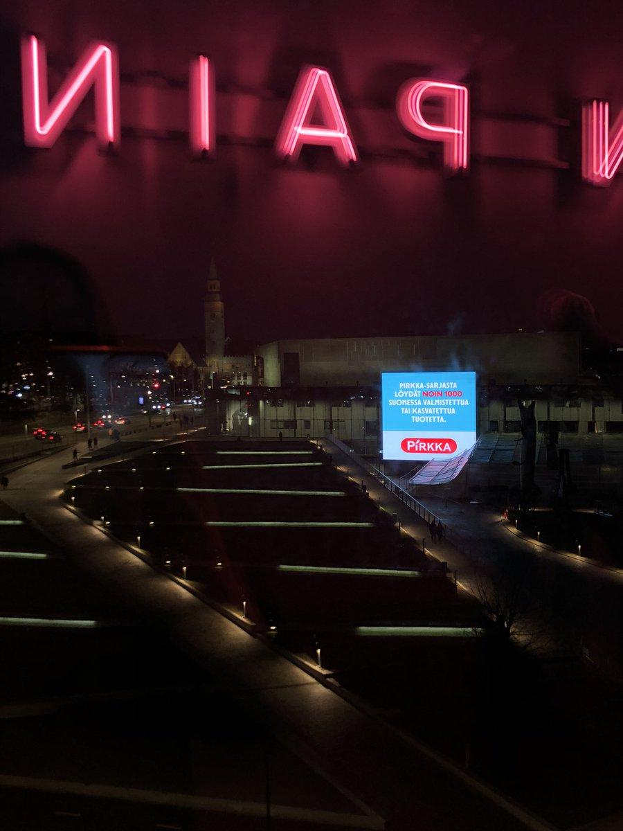 Kävin Kiasmassa. Suurinta tunnekuohuntaa aiheutti näkymä ulos 5. krs:n ikkunasta. Grrr. #scandinavianpain on tässä. Miten tämä on voinut saada luvan? #kaupunkikuvalautakunta @helsinki ? @Musiikkitalo #mainostaulu @KiasmaMuseum #ragnarkjartanssonpic.twitter.com/XwlpEXVtYJ