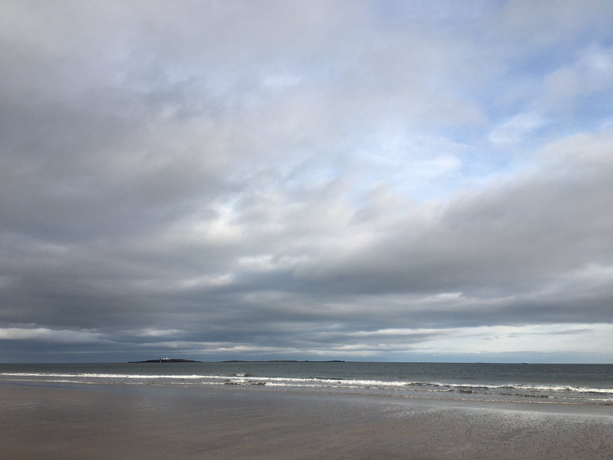 Lovely warm walk on seahouses North beach today. Great view of #Innerfarne with harbour porpoise visible from the beach. #Northumberland coast #SaturdayMotivation<br>http://pic.twitter.com/dG00gY5lJn
