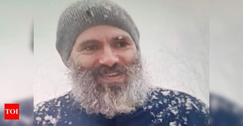 Omar Abdullah in white beard surfaces on Twitter   The National Conference leader has been on detention since August 5, when Article 370 was abrogated in the state of Jammu and Kashmir   http:// toi.in/F7zxHa9/a24gk     <br>http://pic.twitter.com/yR6ZLifebG