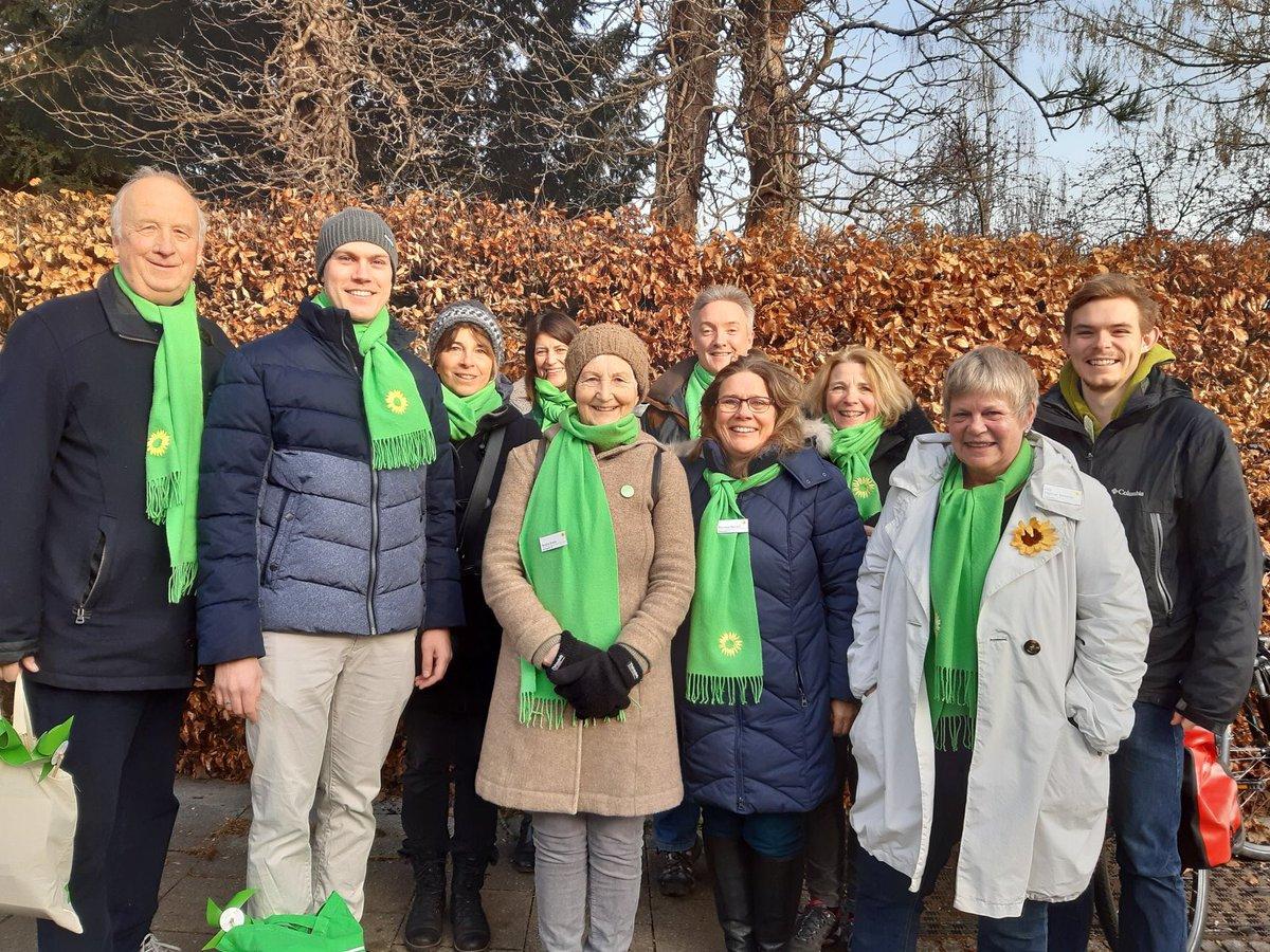 GRÜN KLINGELT! DING DONG!  Tolle Resonanz beim Start des #Haustürwahlkampf in #Taufkirchen! Danke an @GeorgNitsche47 für die professionelle Ausbildung! #Kommunalwahl2020 #GrüneMünchenLand #weilwirhierleben #GrüneInhaltepic.twitter.com/xLy2zzrYgr