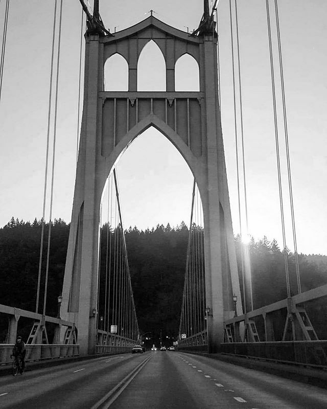 Repost  @naturesounds_ ・・・ • heights • St. John's bridge, as windy as can be. . . . . . . . . #pnw #pnwonderland #roamthisplace #northwest #northwestisbest #worldlust  #traveloregon #exploreoregon #moodygrams #moodyedits #discoveroregon #pacific… https://ift.tt/2vp96jr pic.twitter.com/sTETcIFwIu