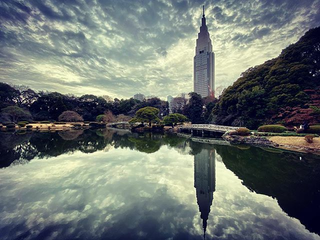 Reflection  #shinjiku #royalgarden  #landscape #landscapephotography  #skyscape #sky #skyporn #sky #clouds #cloudscape  #reflection #pond #agameoftones #tokyo #reflectionphotography #illgramers #ig_captures #shotoniphone  #instamood #iphoneonly  #japan #…