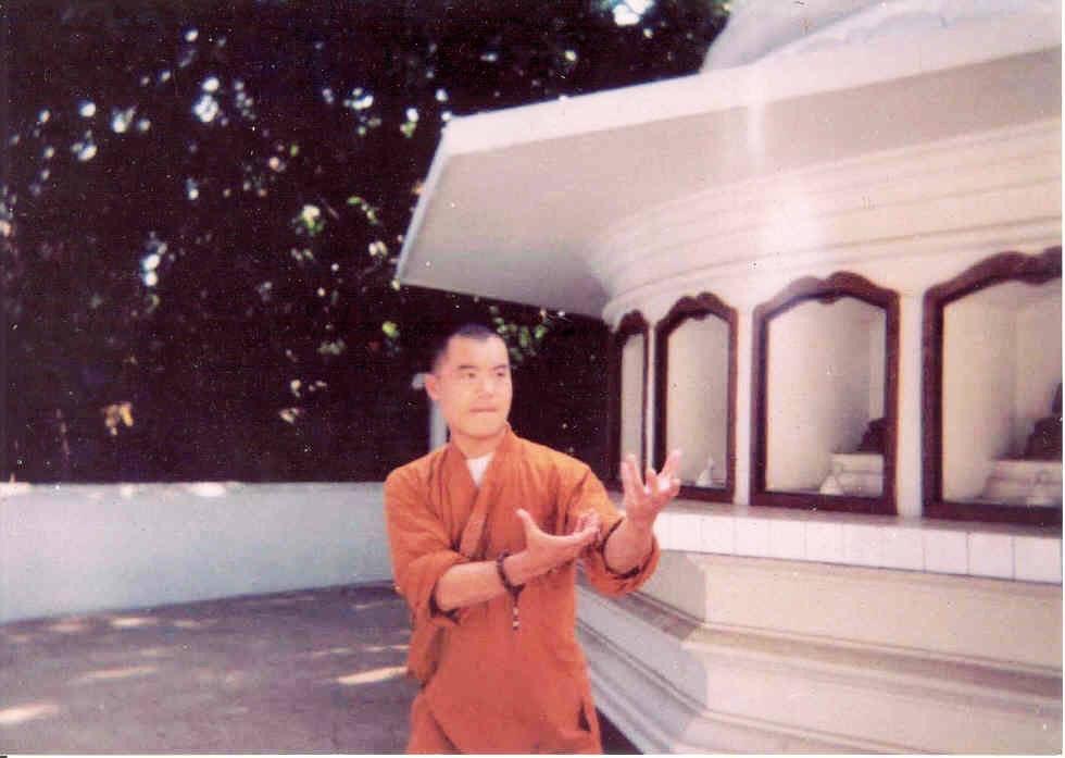 Shifu Changrong performing the legendary Grand Master Zhaodaoxin's original Bagua form / 赵道新先生八卦掌in 2003 #baguazhang #chinesemartialarts #kungfu #martialartstraining #masterzhaodaoxin #martialartslife #chineseinternalmartialarts #chineseinternalboxingpic.twitter.com/rgqnYq2zin