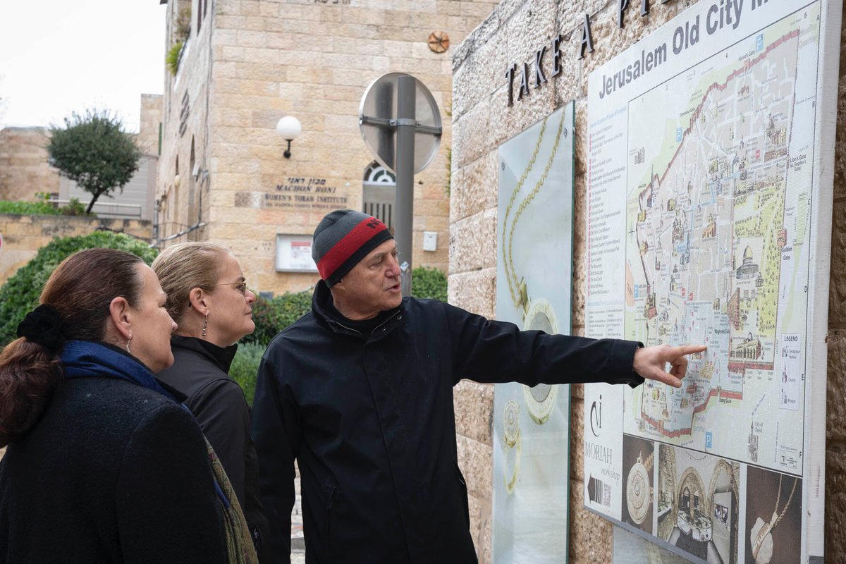 Jerusalem, a city of rich history & culture, hosted world leaders from over 48 countries this week for the Holocaust memorial. Jérusalem, ville riche en histoire et en culture, a accueilli cette semaine les dirigeants mondiaux de plus de 48 pays pour le mémorial de l'Holocauste.