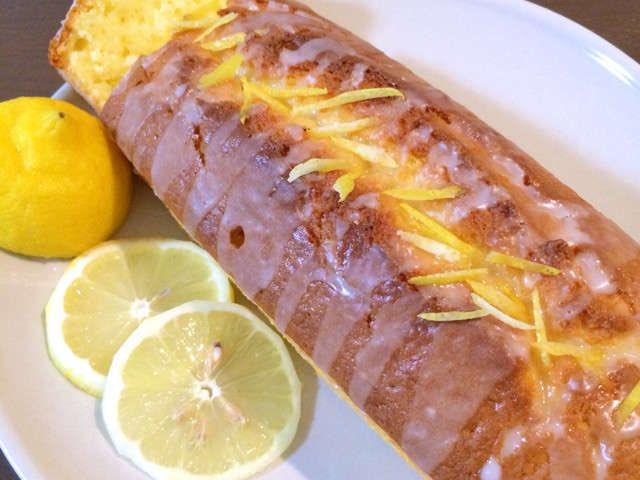 /レモンさんがさっぱりおいしいレモンパウンドケーキ🍰🍋\ㅤホットケーキミックスを使って準備10分で焼くだけの簡単レシピ☺️🍋擦った皮と絞り汁を入れることで香りが引き立ちますよ✨✨ㅤ→ 【準備10分】旬は今。ホットケーキミックスで簡単「レモンパウンドケーキ」