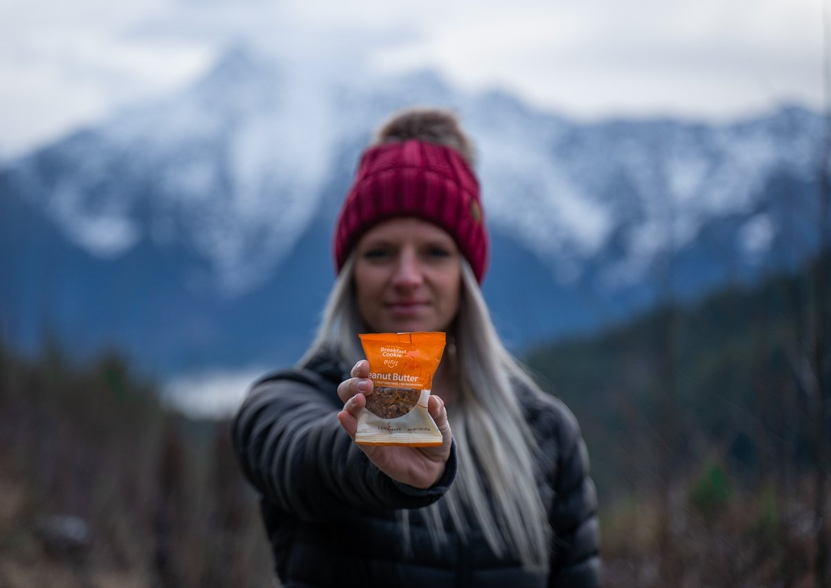 How do you fuel your adventure? #OptOutside PC: @the_vanv_family_adventures  #erinbakers #momapproved #kidapproved #healthysnacks #hikingadventures #pnwonderland #outdooradventures #outside #naturepic.twitter.com/s00jlLCbV8