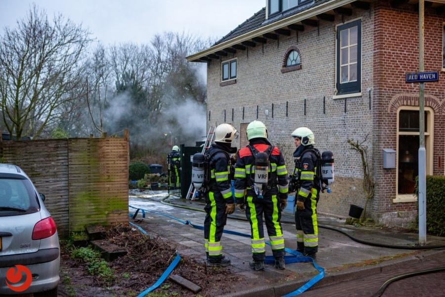 Brand in uitbouw van woning - LOLLUM – Een uitslaande brand heeft zaterdagmiddag de aanbouw van een woning aan de Ald Haven verwoest. Rond vijf uur werd de... -..