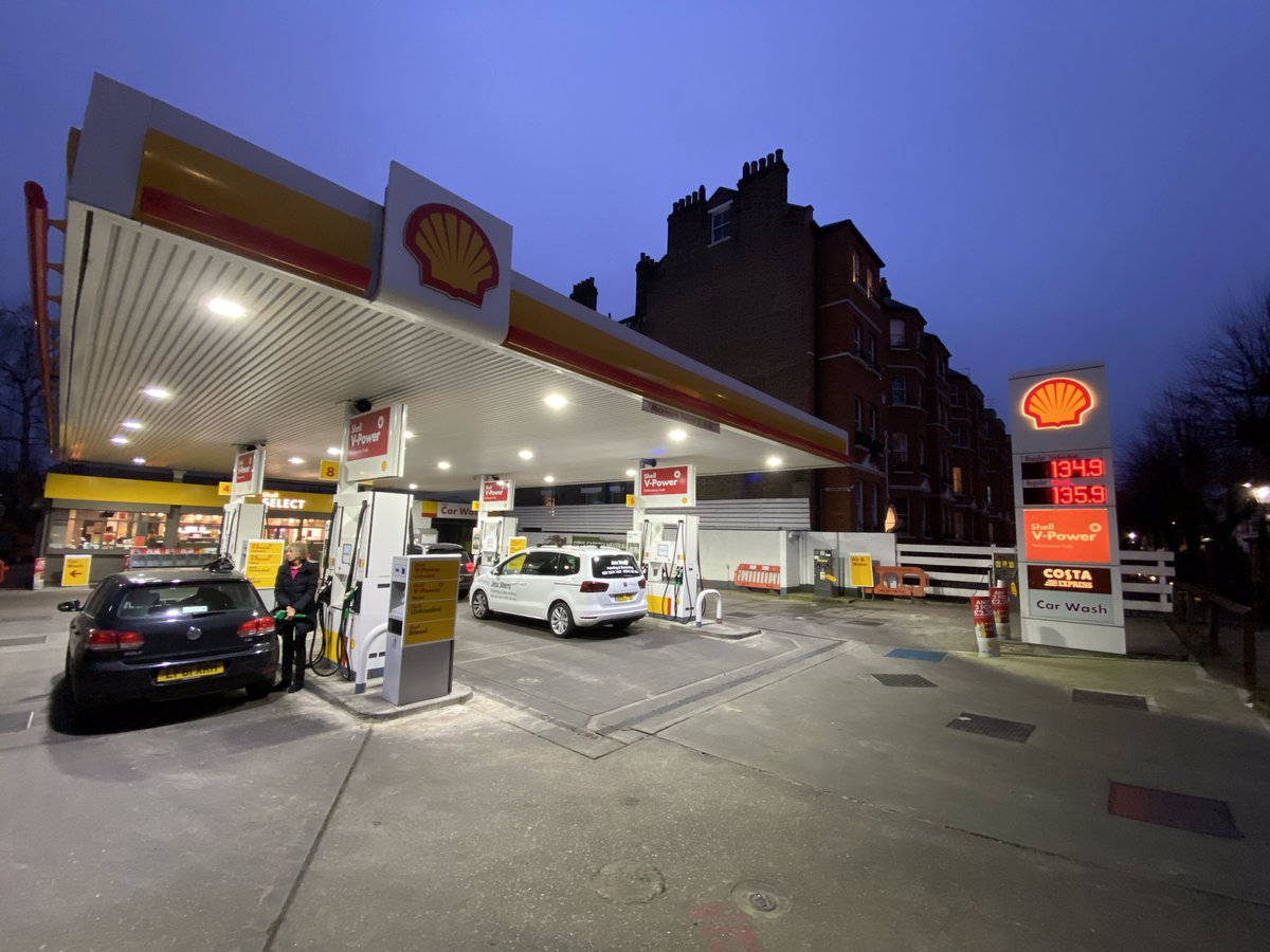 Update! Almost exactly a year ago @Shell_UKLtd closed their Fulham petrol station in @LBHF to replace with a 100% #EV charging hub In 12 months (about the same time as a Tesla Gigafactory takes from muddy field to building EVs) they have managed to demolish the petrol station!😂