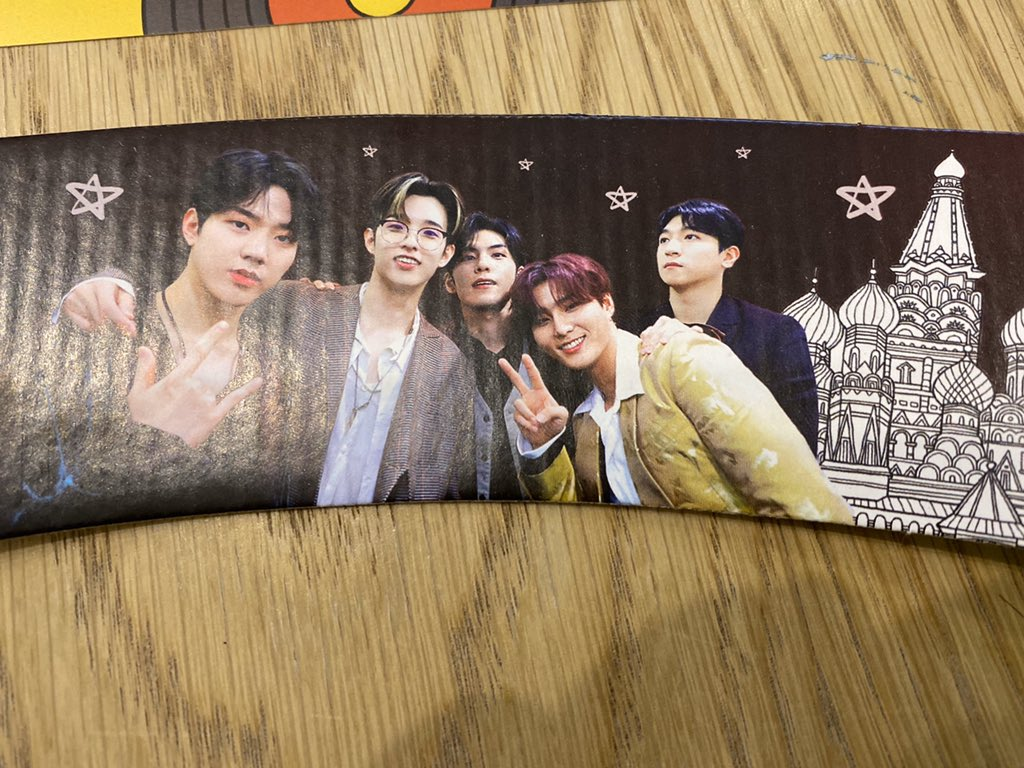 Having a moment in Day6 cafe These are soooo cool Thankyou for giving me these  <br>http://pic.twitter.com/jRKsSvJgzO – à Кофе Бюро