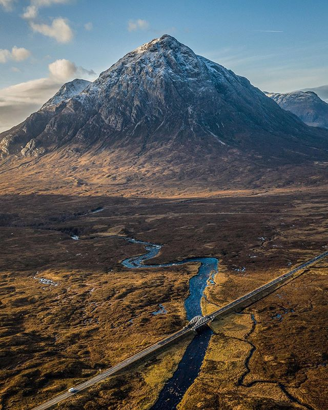 """My heart's in the #Highlands, wherever I go""  Lets raise a glass to #RobertBurns, slàinte mhath!  #BurnsNight  Buachaille Etive Mòr, #Glencoe  IG/sr_edinburgh<br>http://pic.twitter.com/EOc7OLAtSh"