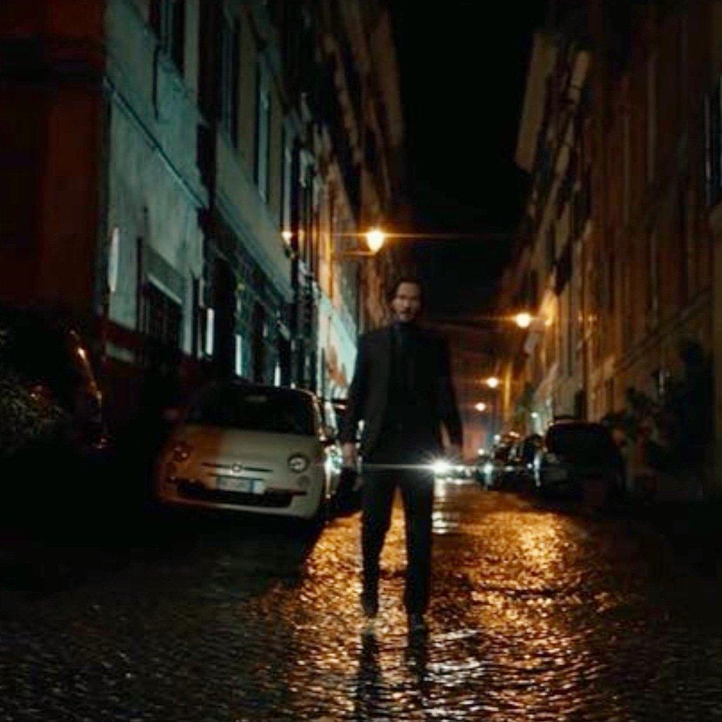 John Wick 2 in Rome street #keanureeves #johnwick #johnwick2 pic.twitter.com/Rk3tQEWGop