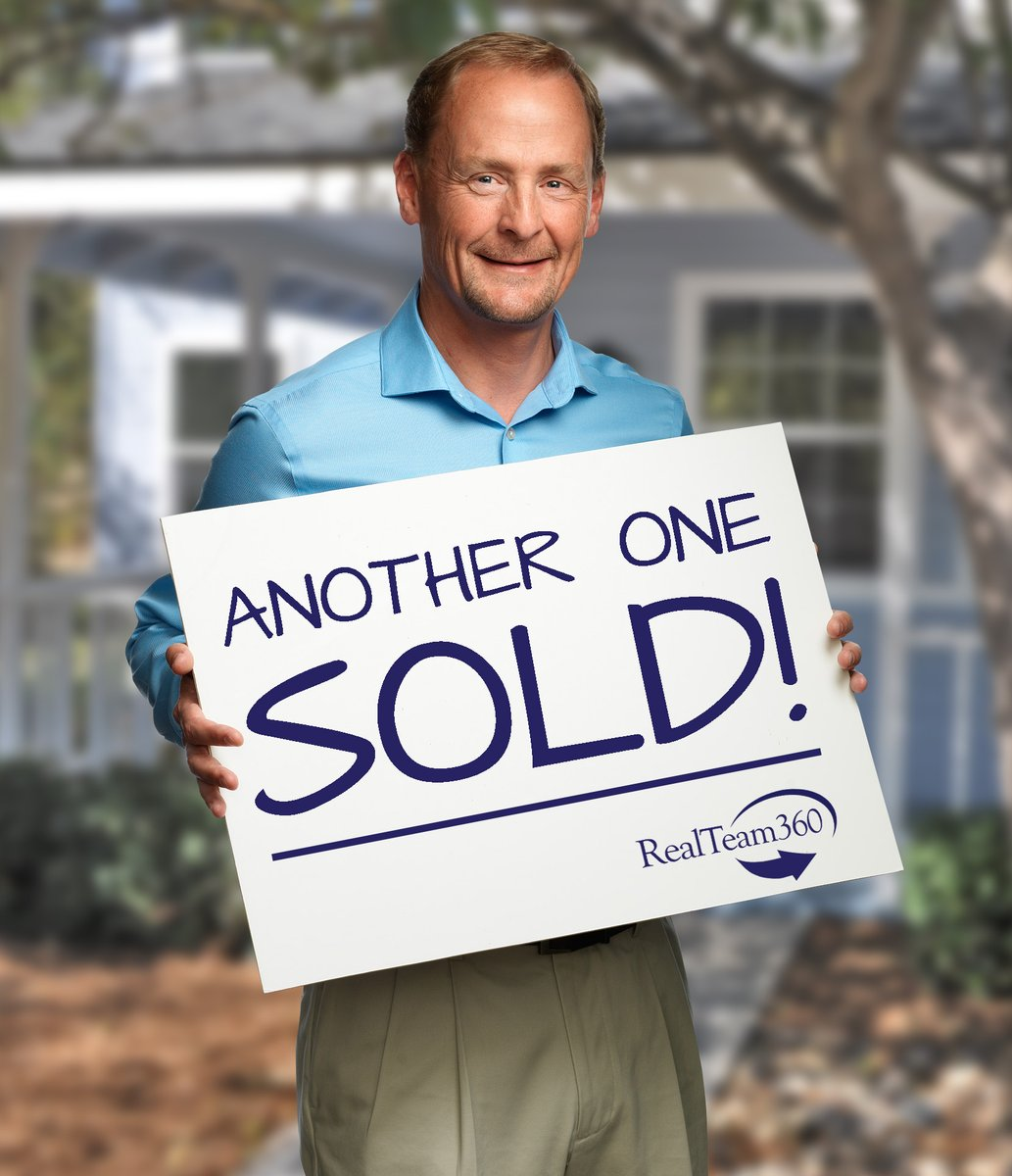 Congratulations to Brian Thorndyke for closing on Mustang Springs! #realestate #REMAX #realstateagent pic.twitter.com/7txnjiKffU