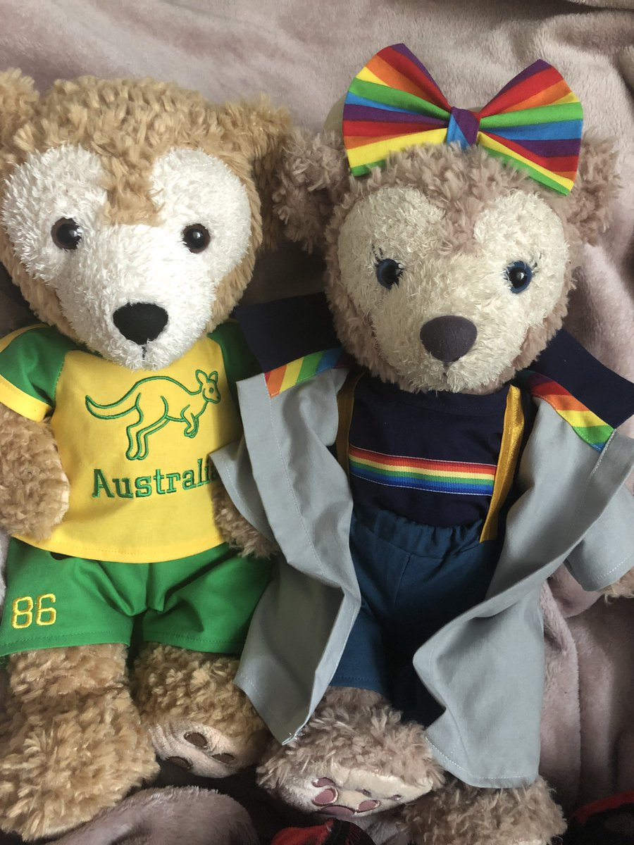 More amazing mail from @CraftyShellie! Duffy is very excited to match his friends  @Duffy_MEM @OluAndOhana and others with his Australia outfit! Also, Shellie is ready for the @gallifreyone Doctor Who convention we are going to next month! Thank you Shellie & Amanda!