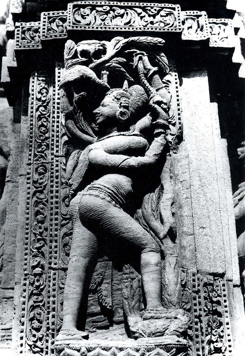 Rajarani Temple, Bhubaneswar, not the grandest, but one of the most beautiful of all temples in Odisha. Woman and Tree @gopugoswami @templesofindia_ @vajrayudha11 @Gopanarya @TheIndianTemple @IndiaArtHistory  #incredibleindia  #AncientIndia #Temple  #ProudlyIndianpic.twitter.com/3uDuzC2iwE