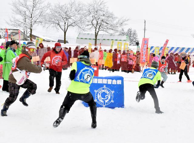 【両面作戦】雪が積もらず開催危ぶまれる…テニスボールで雪合戦 新潟 https://t.co/5urcHRoBkE  2/9に開催の「魚沼国際雪合戦」。十分な降雪は期待できなく、ソフトテニスボールを利用した代替案を検討している。 https://t.co/w8ynCUxFWn
