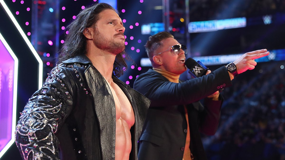 How AWESOME is it going to be to see @TheRealMorrison & @mikethemiz in the Men's #RoyalRumble Match tonight? #SmackDown