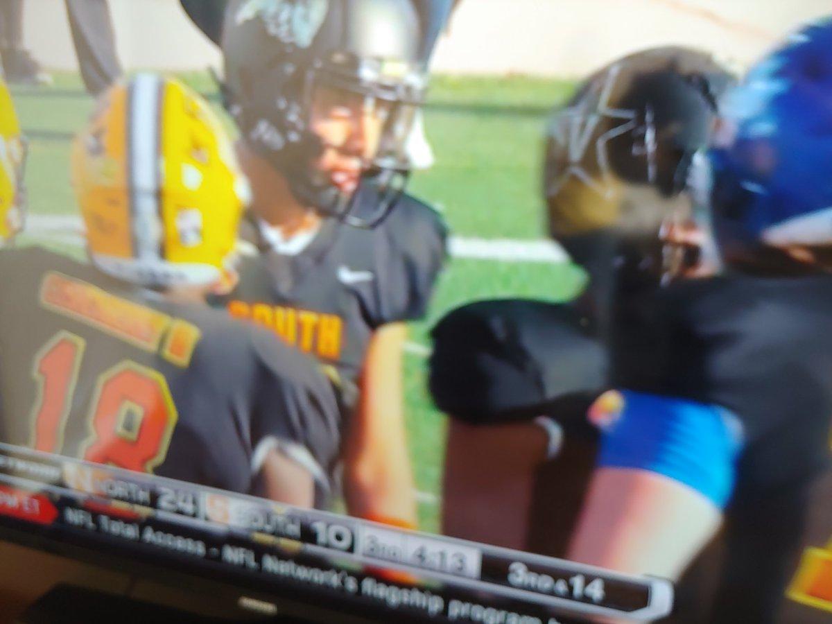 DV Ex Quarter Back Steven Montez playing at the Senior Bowl @DVHSYISD @YsletaISD @vlara_82