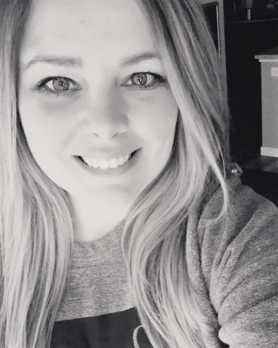 """""""When life gives you a hundred reasons to cry, show life that you have a thousand reasons to smile."""" #smile"""