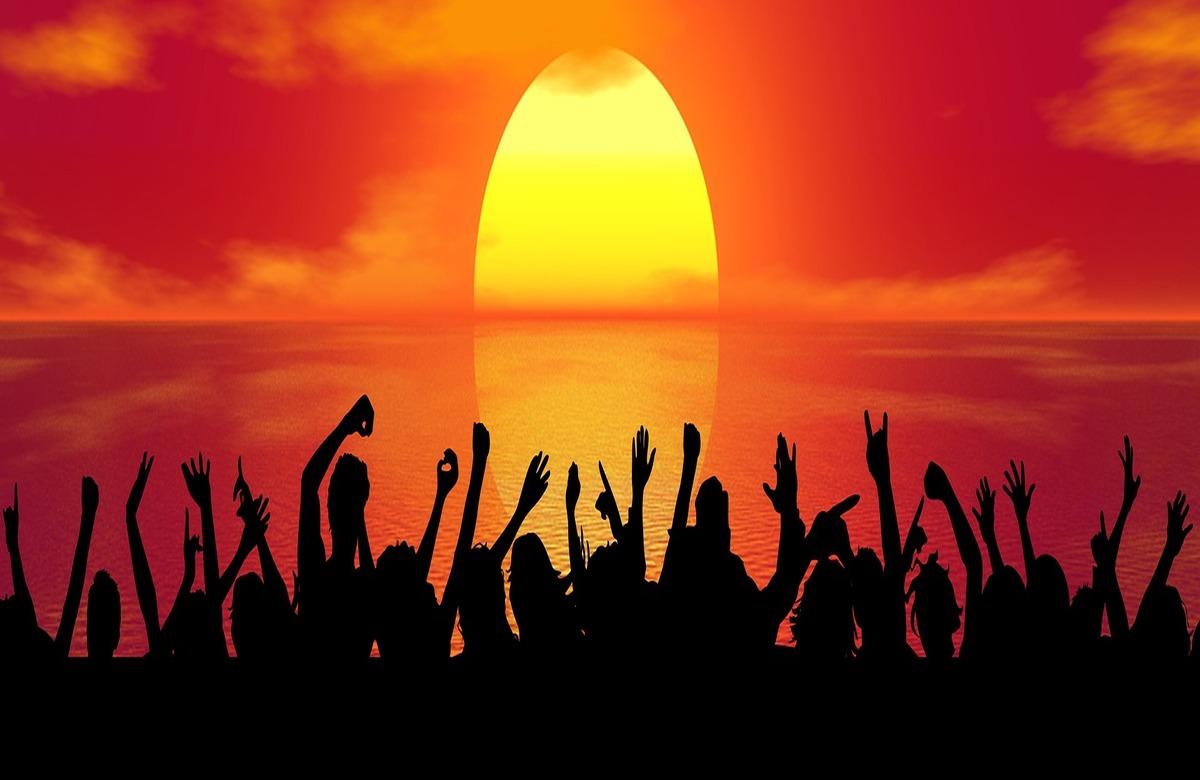 7 Best Goa Beach Parties you never want to miss . . .  #beachparty #beach #summer #party #poolparty #beachlife #music #beachclub #dj #follow #fashion #goodvibes #sunset #travel #beachwear #beachvibes #goa #love #bikini #beaches #sun #techno #djlife