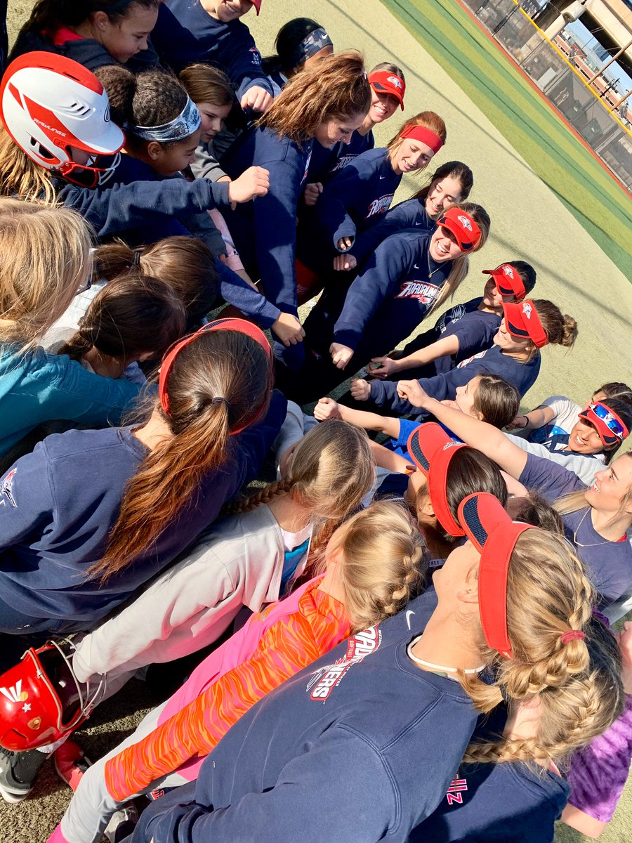 We had an amazing afternoon working with some awesome, young softballers this afternoon.  #GetRowdy | #RoadiesSB20pic.twitter.com/DbXMG2hSup