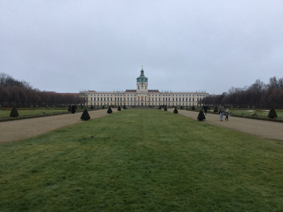 Ran to a #castle(1) and back, #overcast & freezing cold. 5 miles done. Ran along the #Spree river, bit more industrial(2) than yesterday's path.  Reached the Castle Charlottenburg grounds, ran up a path lined with leafless trees planted in perfect… https://tantek.com/2020/025/t1/ran-castle-overcast-freezing…pic.twitter.com/mIyNoMUGq7