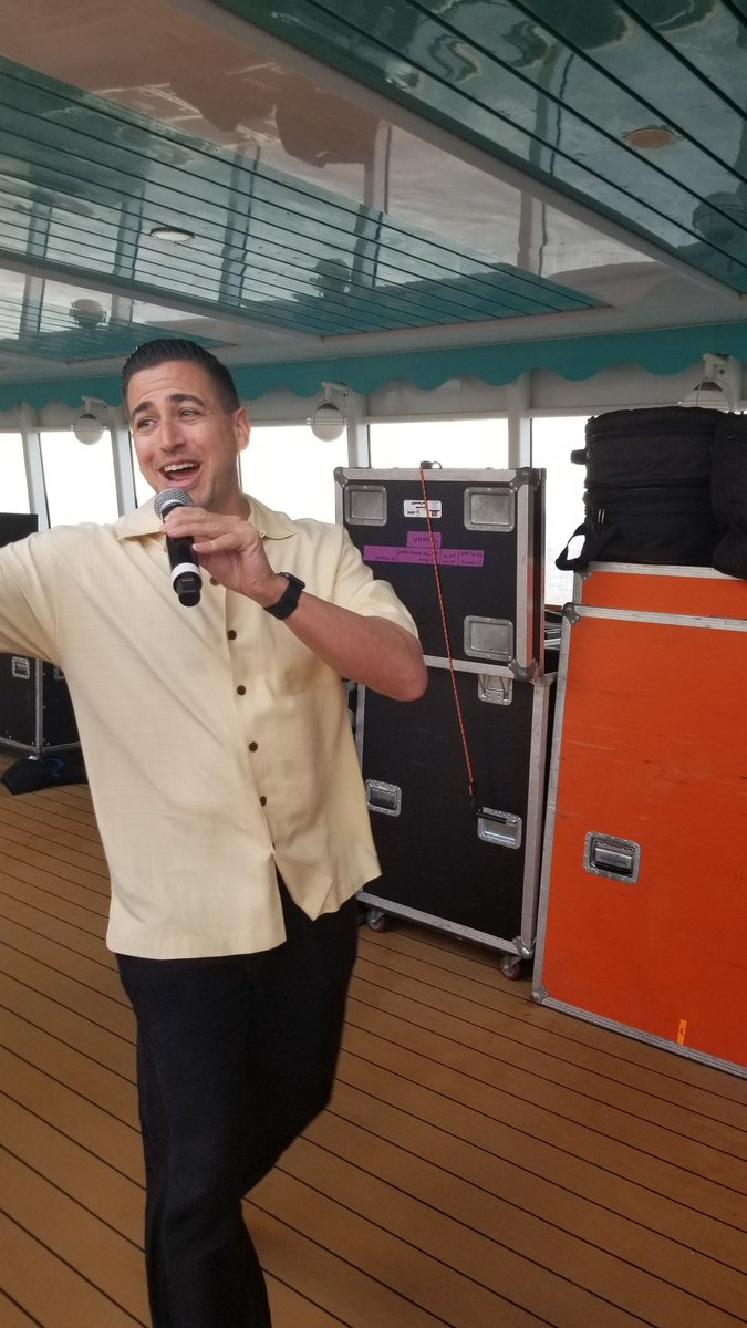 @JustinRoberts was fantastic all cruise long, killing it on the mic, letting the crowd do some announcing, hanging out with fans...he had the same look on his face that we the fans had on ours. Just fun.  #JerichoCruisepic.twitter.com/bjdx75ys8l