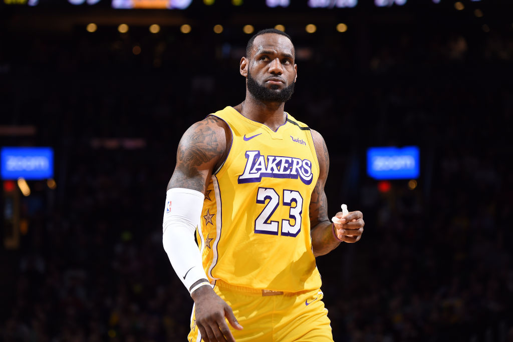LeBron James enters Saturday with 33,626 career points, needing just 18 to move up to 3rd place on the NBA's all-time scoring list. LeBron has reached 18 points in all but four games this season.  8:30pm/et: LAL@PHI   ABC Tune-In Tidbits: https://stats.nba.com/articles/tune-in-tidbits-abc-saturday-jan-25-2020/…