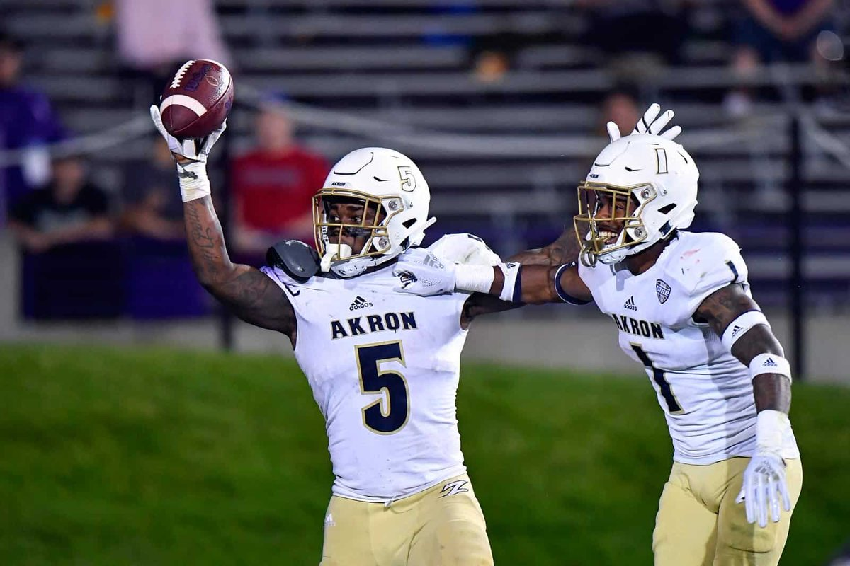 After an amazing visit I am extremely blessed to say I have received an offer from The University of Akron!@MacStephens #ZipsFB <br>http://pic.twitter.com/FrdCvl5euD