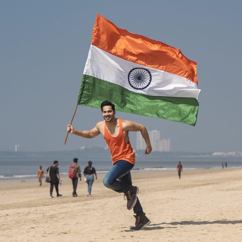 .@Varun_dvn says #HappyRepublicDay2020 to all his fans  #RepublicDayIndia  #RepublicDay2020