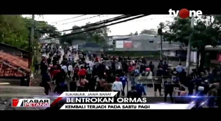 Diduga Salah Paham di Sosmed, Dua Ormas di Sukabumi Bentrok https://bit.ly/2Rphyrf. Dapatkan video berita lainnya di YouTube channel tvOneNews. #tvOneNews