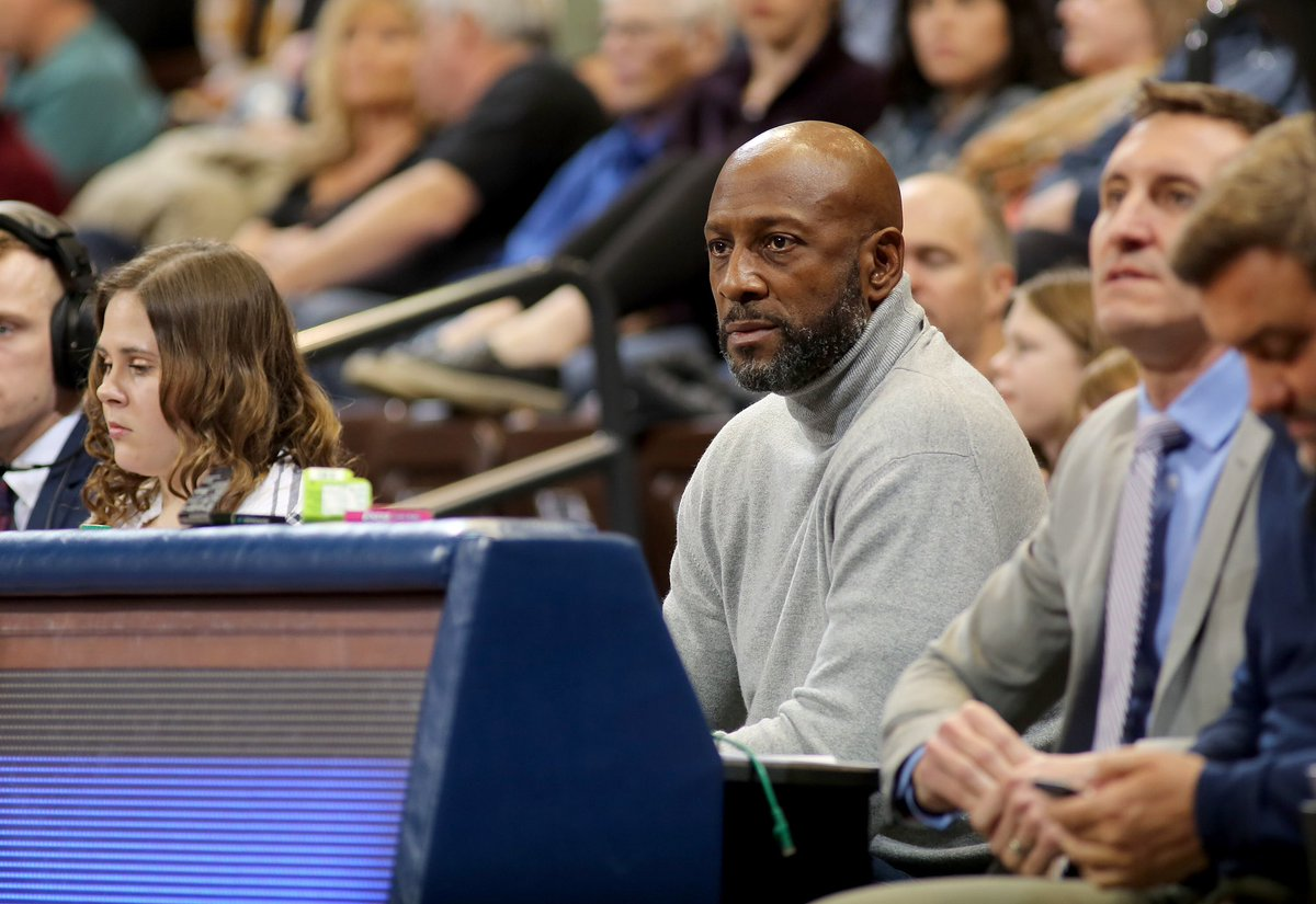 👀 Alonzo Mourning in the building for the back-to-back set against the Vipers this weekend. 🔥  ALWAYS good to have a member of the #HEATFamily up north at the @SanfordPentagon! #HEATCulture